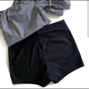 Charlotte Russe Black Zip Up Stretchy Shorts XL.